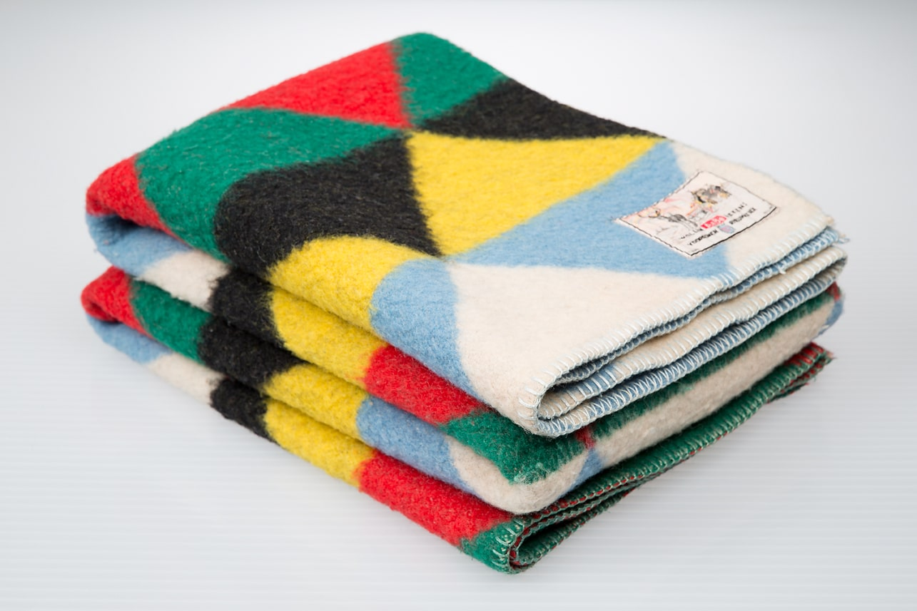 Old fashioned wool blankets 57